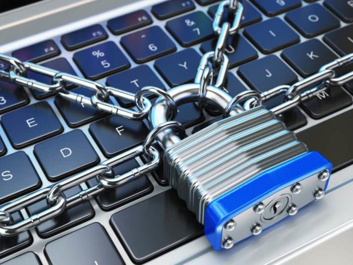 パソコンをチェーン鍵でロック