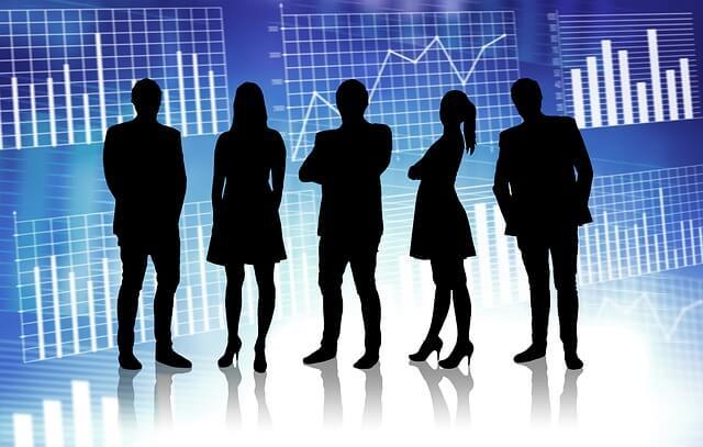 WEBデータ背景と5人のビジネスチームの影