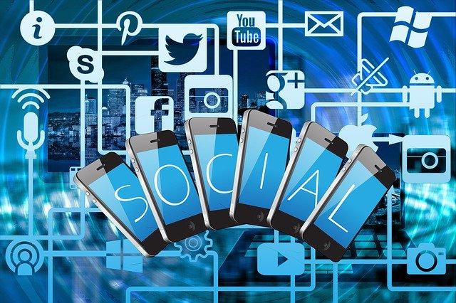 socialの文字とSNSアイコン