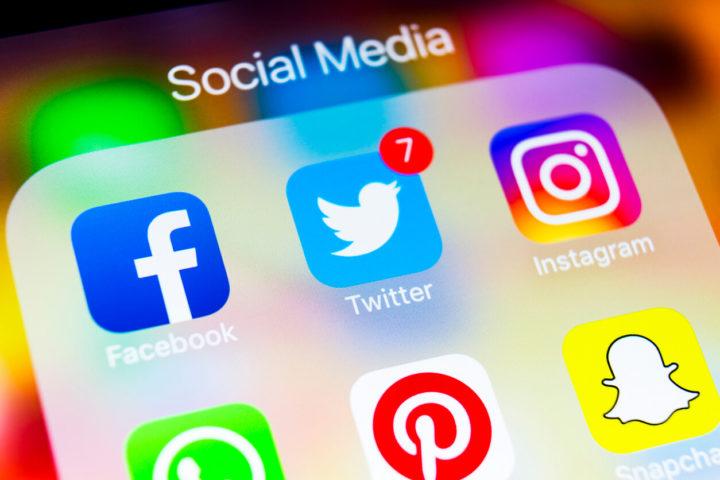ツイッターやFacebookのSNSロゴ