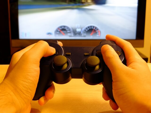 コントローラーとゲーム画面